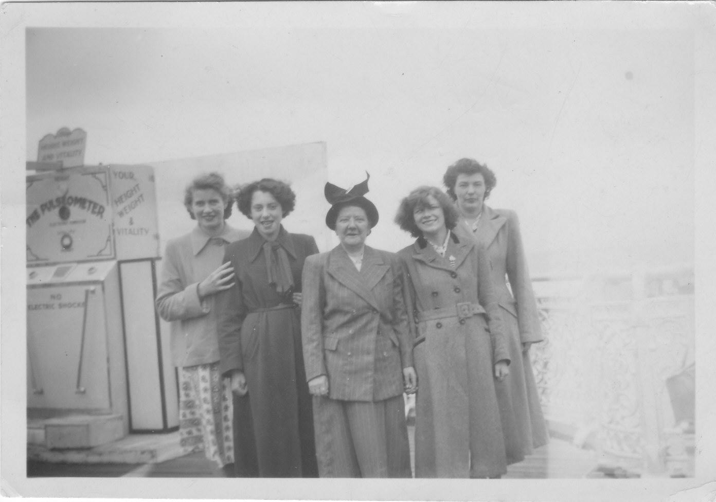 Gressenhall photos - Gladys Richmond ---- Hubbard, Matron White, Doris (1392px x 976px)